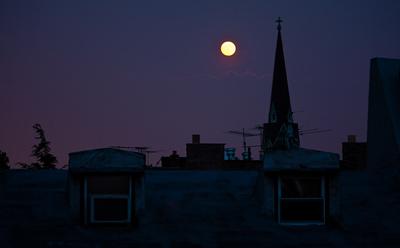 Moon over Henry Street