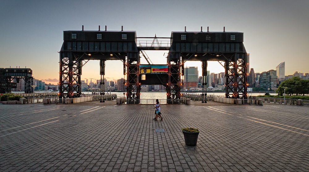 Queens Gantry Plaza State Park On The East River